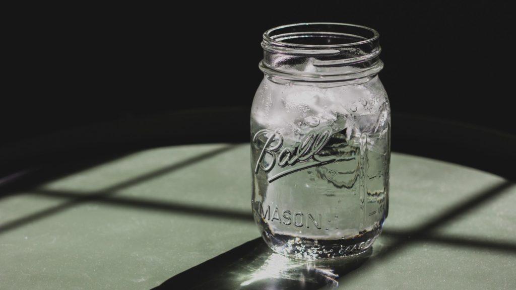 飲水量を測る入れ物